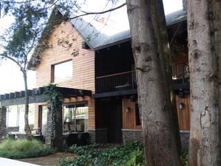 fachada: Jardines en la fachada de estilo  por Verde Lavanda
