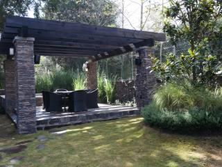 terraza: Jardines en la fachada de estilo  por Verde Lavanda