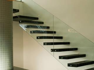 PENT HOUSE RUIZ-PEREZ: Escaleras de estilo  por RIVAL Arquitectos  S.A.S.