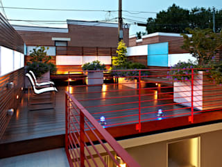 Modern terrace by KUBE architecture Modern