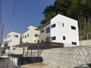 by CAF垂井俊郎建築設計事務所 Modern