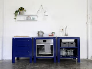 Very Simple Kitchen:  in stile industriale di Riccardo Randi, Industrial