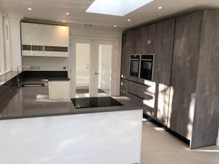 modern  by in-toto Kitchens Woking, Modern