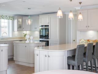 Traditional Open Kitchen by Woollards of Mildenhall Country
