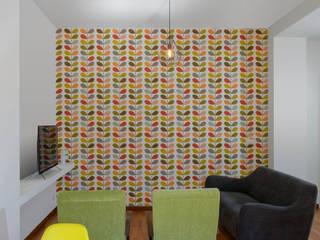 Casa Nina: allegra e spiritosa Soggiorno minimalista di Giulia Villani - Studio Guerra Minimalista