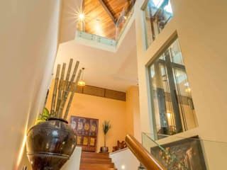 Falanchity House - Tropical House in Ukay Heights MJ Kanny Architect Stairs
