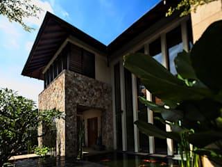 Seputeh House - Modern 3 Storey Bungalow Tropical style houses by MJ Kanny Architect Tropical