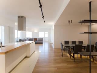 L'open space: Cucina in stile  di GD Architetture