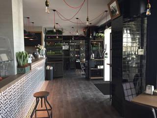 Polati - caffè, vino & cibo: Bar & Club in stile  di TOALDO CRISTIAN
