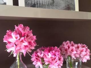 Estantes - perspectiva de lado direito:   por Blossom decoração