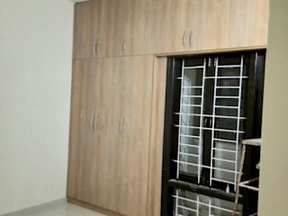 Wardrobe:  Bedroom by Sun infra solutions