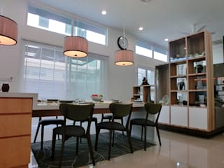 Contemporary Tropical , 3-Storey semi-D inDfinity Design (M) SDN BHD Tropical style dining room