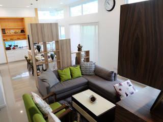 Salas / recibidores de estilo  por inDfinity Design (M) SDN BHD,