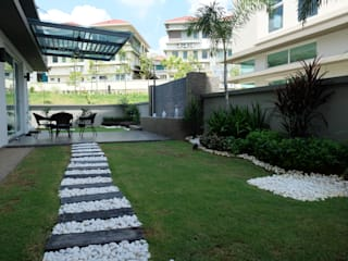 Contemporary Tropical , 3-Storey semi-D inDfinity Design (M) SDN BHD Tropical style gardens