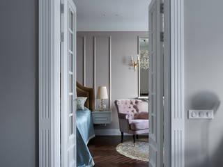 Двери из гостиной в спальню:  в . Автор – Архитектурное бюро FACE-HOME
