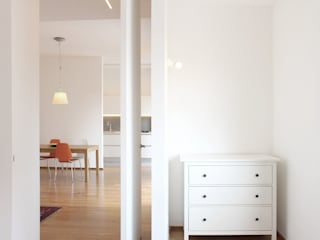 CAMERA DA LETTO: Camera da letto in stile  di GD Architetture