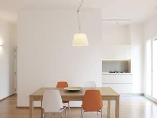 ZONA PRANZO E CUCINA: Sala da pranzo in stile  di GD Architetture