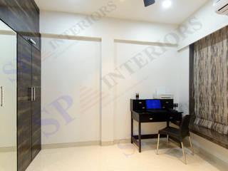 Bhadresh Jhaveri Moderner Flur, Diele & Treppenhaus von SP INTERIORS Modern