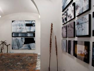 Scolamiero painting studio: Studio in stile  di officinaleonardo, Minimalista
