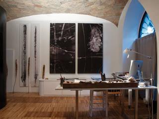 Scolamiero painting studio:  in stile  di officinaleonardo