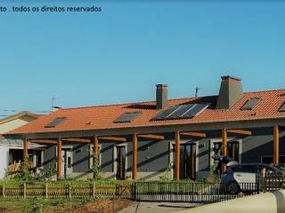 Recuperação de Moradia Marta Zita Peixoto - Arquitectura Casas de campo Acabamento em madeira