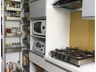 Tall Unit System in the Kitchen U and I Designs 現代廚房設計點子、靈感&圖片