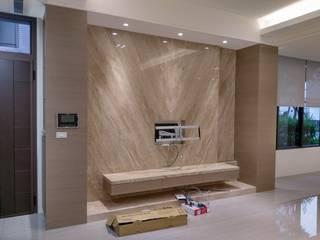 員林黃宅 现代客厅設計點子、靈感 & 圖片 根據 紅帥設計 現代風
