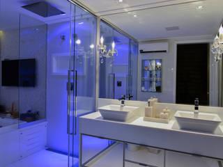 Spa Banheiro:   por Dois A Arquitetura e Interiores LTDA