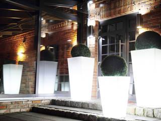 donica podświetlana led: styl , w kategorii  zaprojektowany przez Family Garden Grzegorz Tarnowski