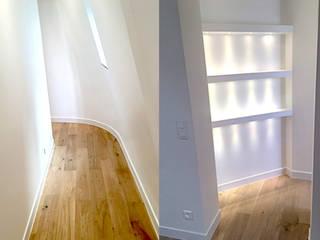 Corredores, halls e escadas minimalistas por 2002 Minimalista