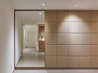 Gimnasios domésticos de estilo moderno de Koitka Innenausbau GmbH
