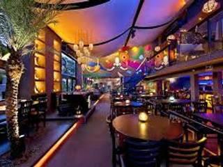 Bars & clubs by Plaster Construções Inteligentes