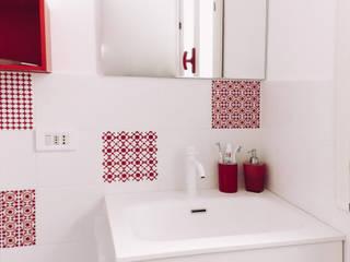 Baños de estilo  por Design for Love