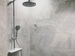 Ristrutturazione di un appartamento a VENEZIA: Bagno in stile  di HV8
