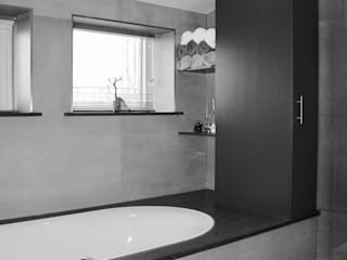 LUXE BADKAMER:  Badkamer door VAN VEEN INTERIOR DESIGN, Modern