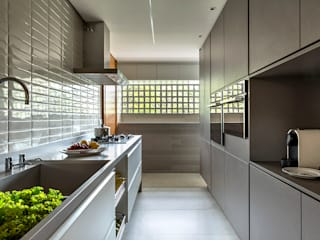 SAINZ arquitetura Kitchen units Concrete Grey