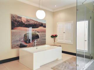 Baños de estilo  por CLINT LEWIS DESIGNS