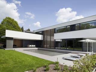 Vrijstaand woonhuis Oisterwijk Moderne huizen van Geert van den Oetelaar . Architect Modern
