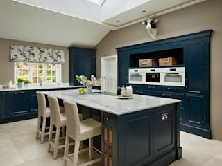 Built-in kitchens by Davonport, Classic