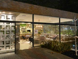 Restaurante dos sonhos: Espaços gastronômicos  por Dois A Arquitetura e Interiores LTDA