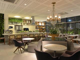 Restaurante: Hotéis  por Dois A Arquitetura e Interiores LTDA