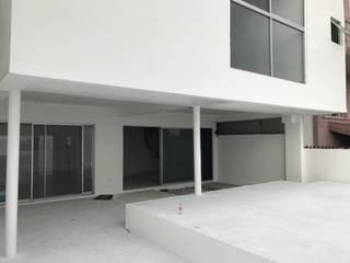Casa MA Balcones y terrazas minimalistas de Micro Estudio Tekne Minimalista