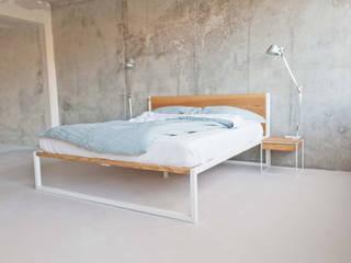 B18 - Design / Architektur Bett aus Stahl und Massivholz:   von N51E12 - design & manufacture