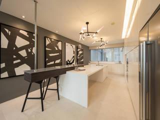 Cocinas de estilo  por Twelve Empire Sdn Bhd,