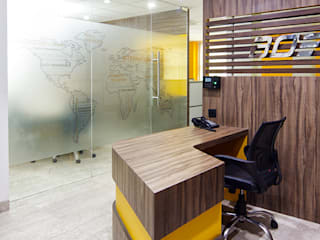 Arbeitszimmer von Total Interiors Solutions Pvt. ltd.