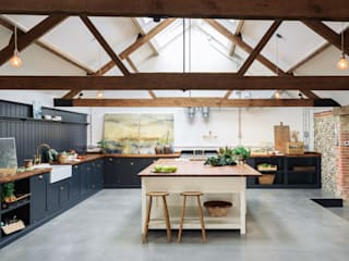 The Cattle Shed Kitchen, North Norfolk deVOL Kitchens Country style kitchen Wood