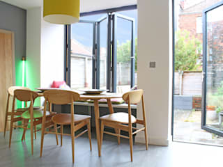 Theatre director's house in Clifton, Bristol:  Dining room by Dittrich Hudson Vasetti Architects,