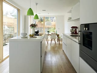 House remodeling in South London:  Built-in kitchens by Dittrich Hudson Vasetti Architects, Scandinavian