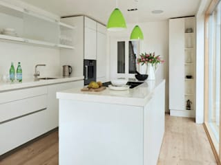 House remodeling in South London:  Built-in kitchens by Dittrich Hudson Vasetti Architects,