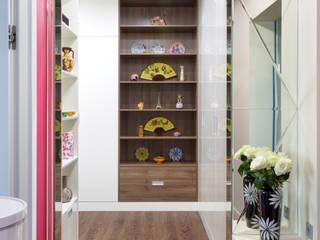 Couloir, entrée, escaliers originaux par Студия Инстильер | Studio Instilier Éclectique